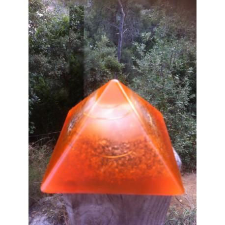 Pirámide económica naranja
