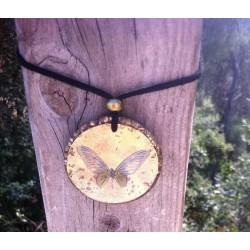 Colgante orgonita Mandala mariposa dorada grande