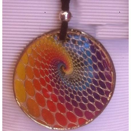 Colgante orgonita Mandala en espiral hacia el centro